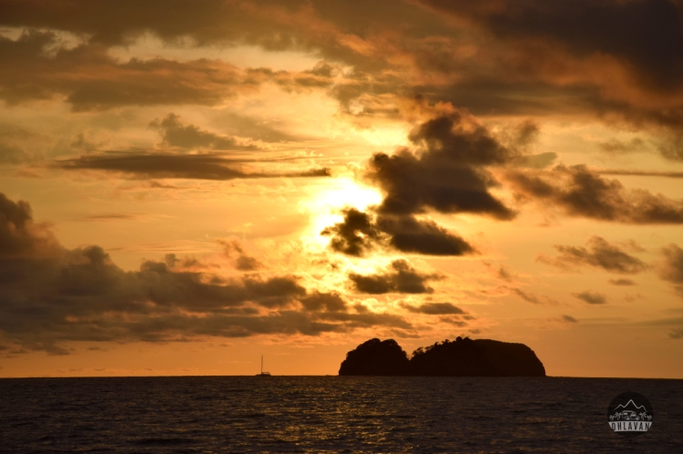 Playa Hermosa, Guanacaste, Costa Rica, Ohlavan, sunset, atardecer, island, isla, boat, velero, Nikon